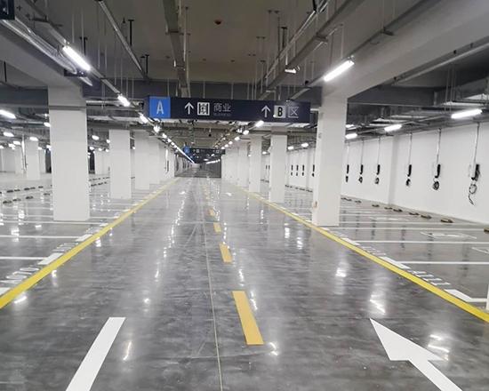 展馆地下停车场划线施工完成